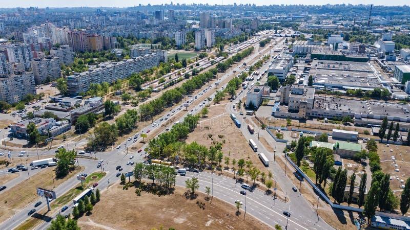 新的现代住宅Obolon区鸟瞰图在从上面基辅市, Kyiv,乌克兰 免版税图库摄影