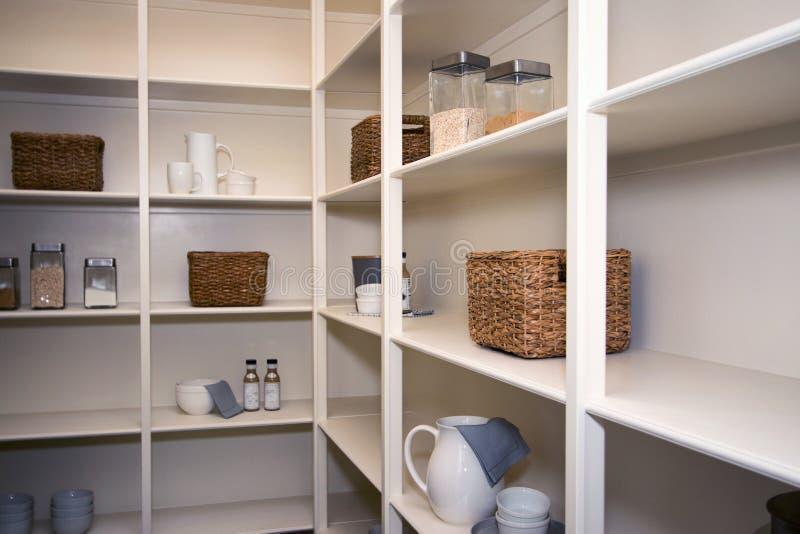 新的现代家庭厨房壁橱 免版税库存照片