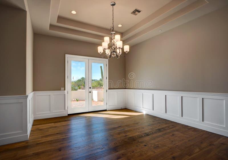 新的现代家庭豪宅客房 免版税库存照片