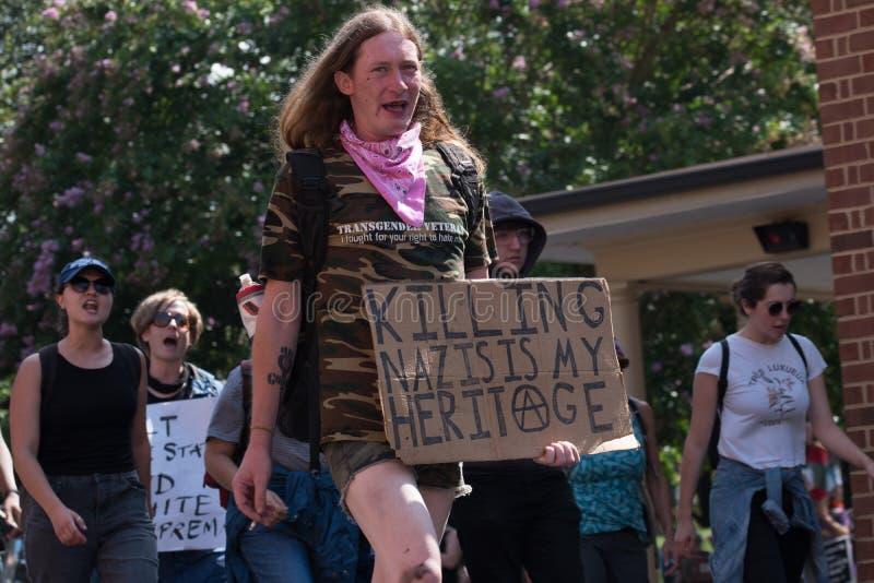 新的纳粹与抗议者发生冲突 免版税库存照片