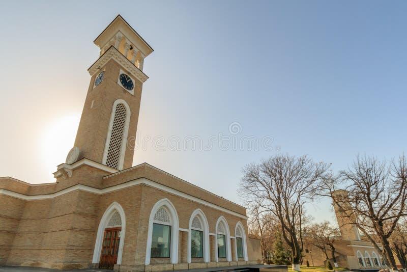 新的编钟在塔什干晴天,乌兹别克斯坦的中心 免版税库存照片