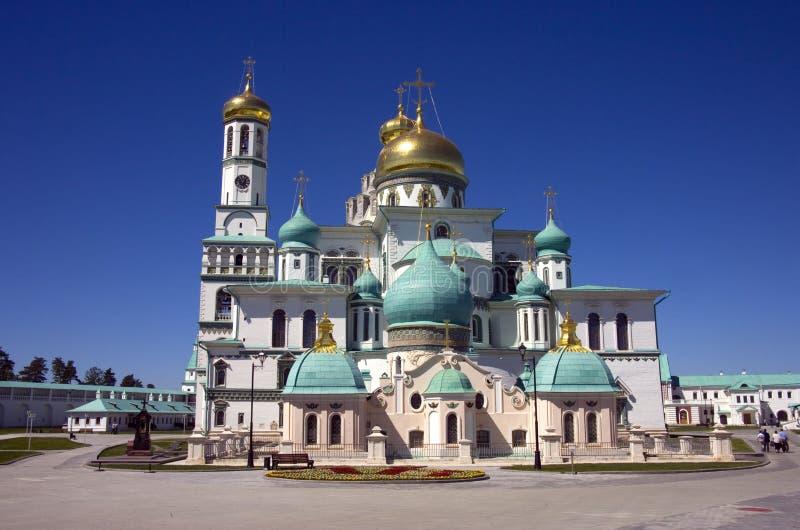 新的耶路撒冷修道院是正统十字架,圣地的钟楼的金黄圆顶的修道院 免版税库存照片