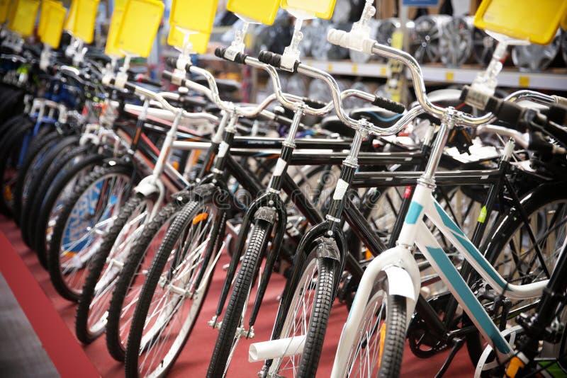 新的自行车行  库存照片