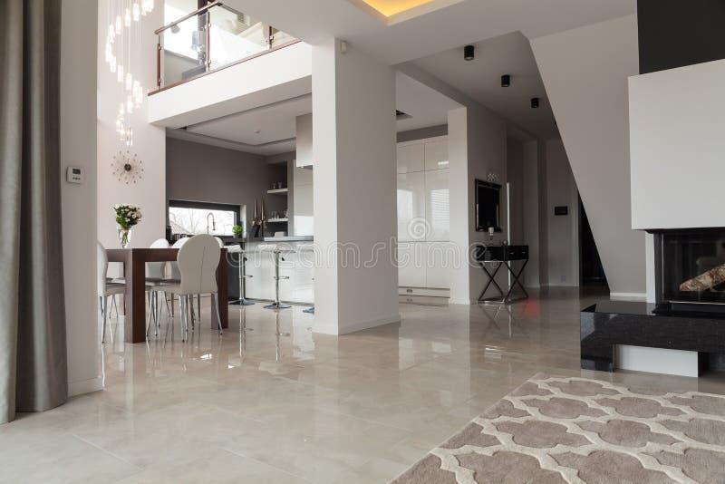 新的设计二层的别墅 库存照片