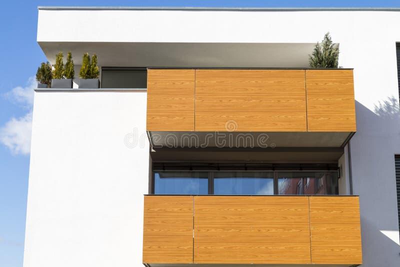新的豪华公寓,顶楼房屋 免版税库存照片