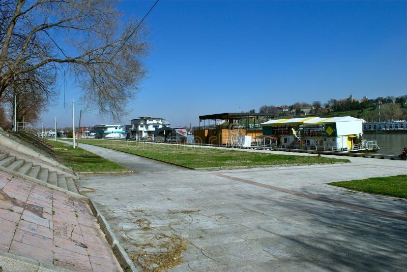 新的贝尔格莱德-有救球河的公园Usce 免版税图库摄影