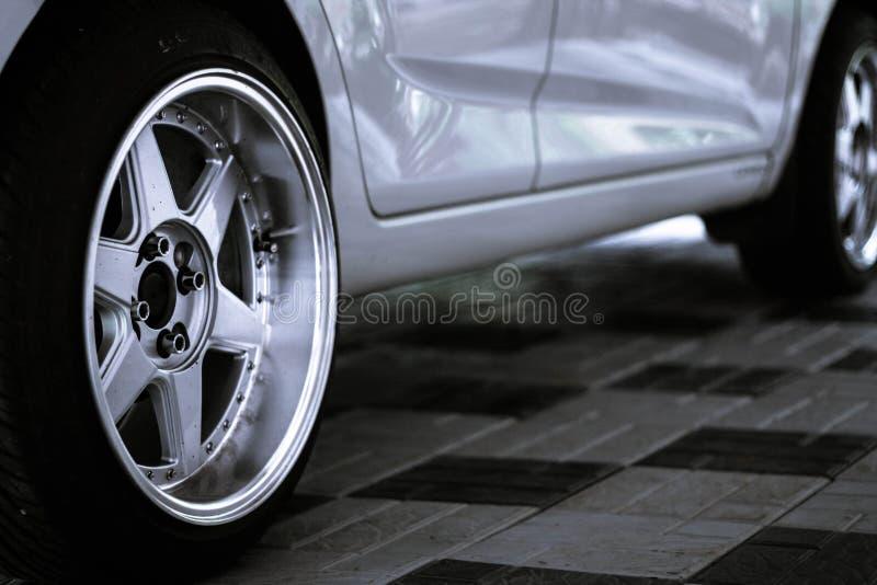 新的轮子 免版税库存照片