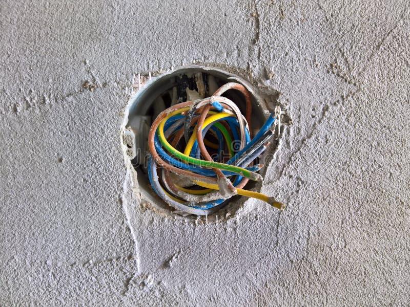 新的配管和接线在被重建的屋子 免版税图库摄影