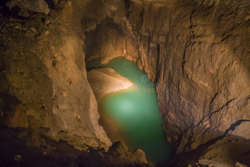 新的Athos洞的地下湖 库存图片