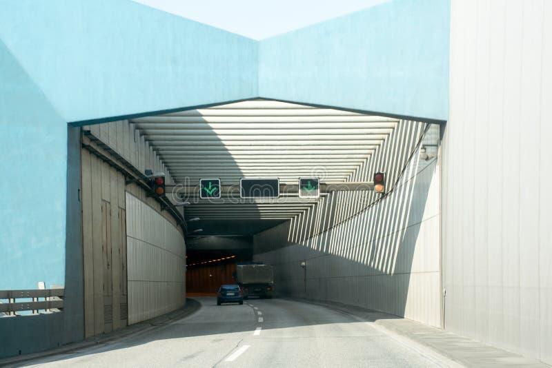 新的elbtunnel,在河易北河下的隧道入口在Hambur 免版税图库摄影