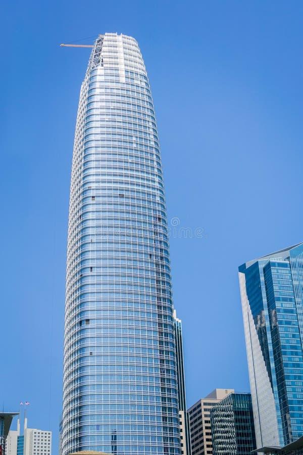 新的Salesforce塔是高楼在旧金山 免版税库存照片