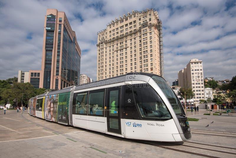 新的VLT电车在城市 库存照片
