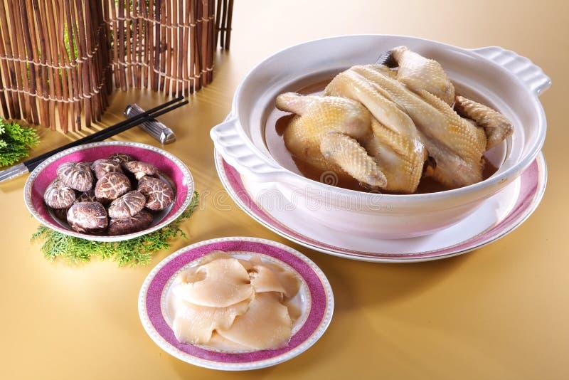 新的Year& x27; 有chicke的s晚餐系列皇家鲨鱼飞翅汤杯子 免版税库存照片