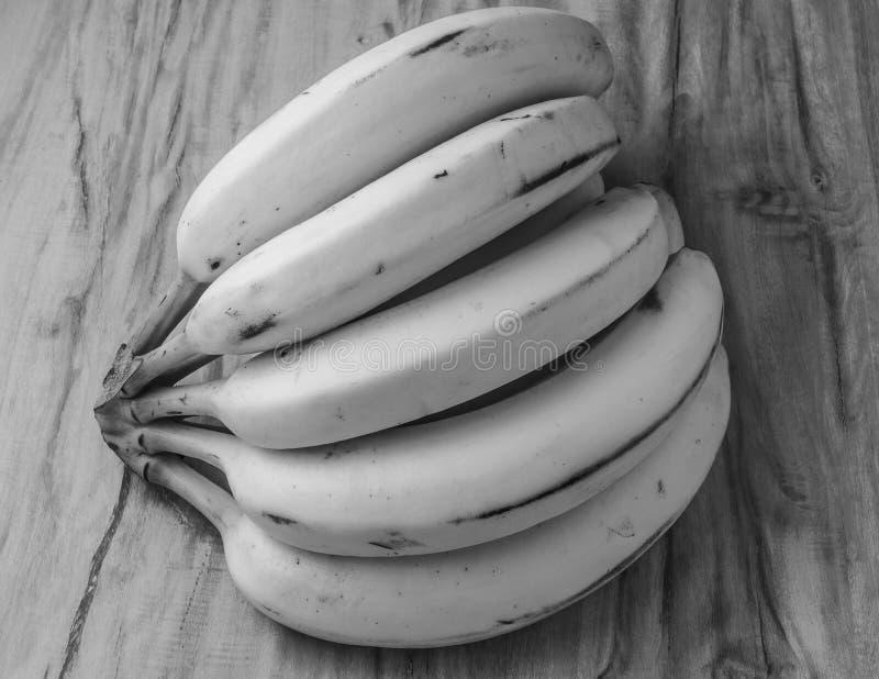 新自然香蕉束黑白样式 库存照片