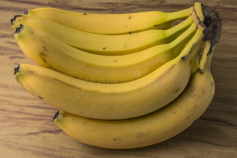 新自然香蕉束 免版税库存照片