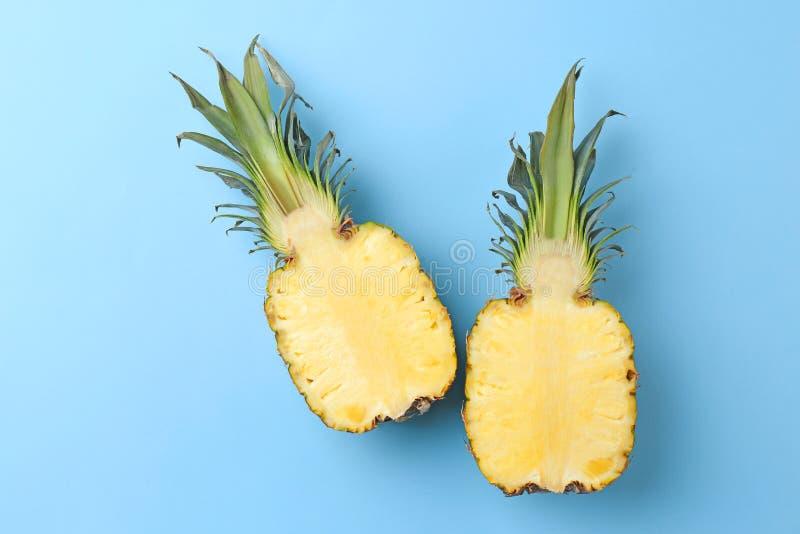新菠萝一半 免版税图库摄影