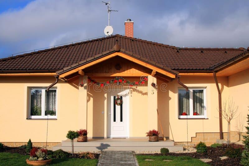 新被修建的系列友好的房子 免版税库存照片