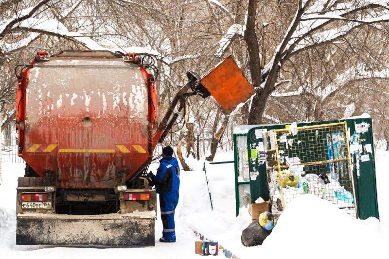 新西伯利亚,俄罗斯- 2018年1月19日:垃圾撤除垃圾 库存图片