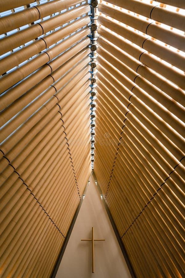 新西兰克赖斯特彻奇过渡大教堂内部设计的垂直照片 免版税图库摄影