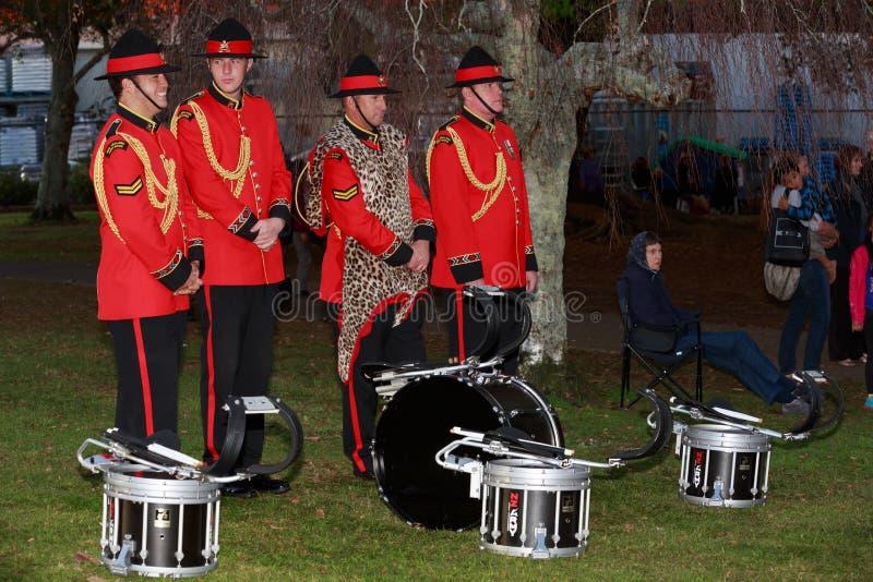 新西兰军队的成员结合,打鼓部分 库存照片