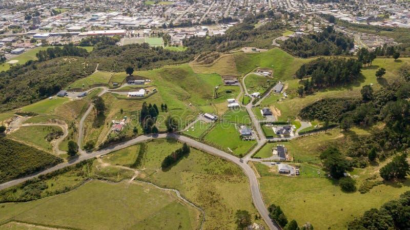 新西兰农田在赫特谷鸟瞰图 免版税图库摄影