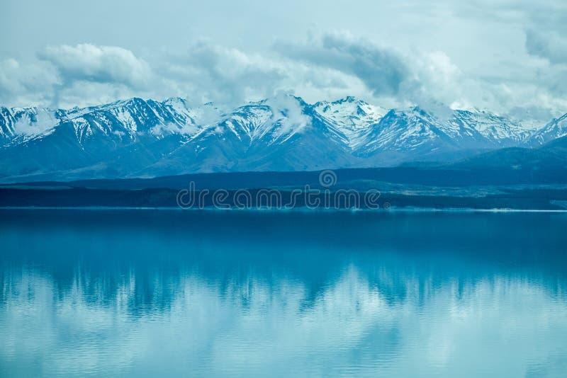 新西兰的雪山的平安的风景图象 库存照片