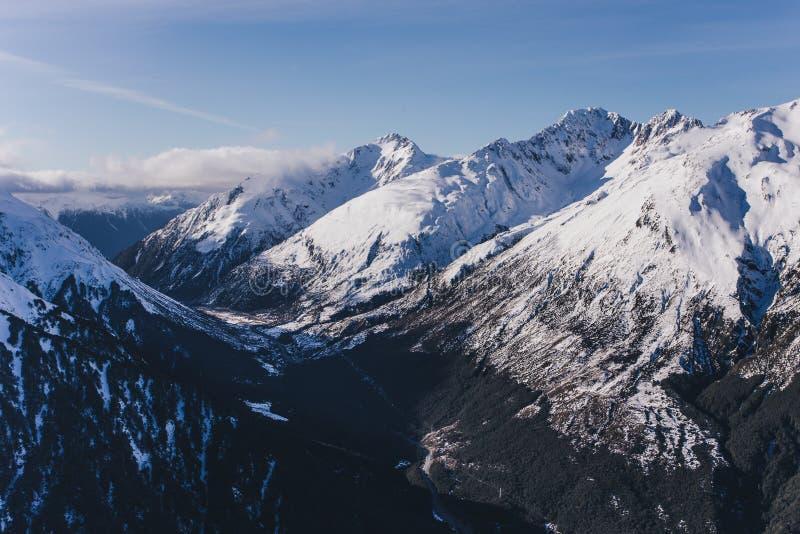 新西兰雪崩峰顶在亚瑟` s通行证 免版税库存照片