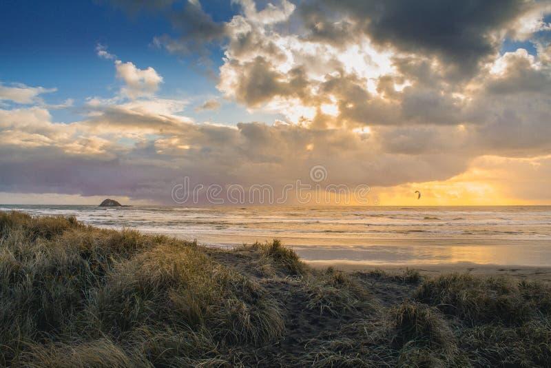 新西兰风帆冲浪的日落 图库摄影