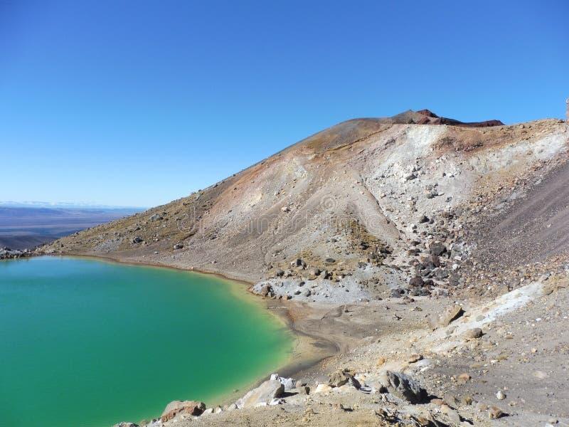 新西兰tongariro横穿国立公园鲜绿色湖火山 库存图片