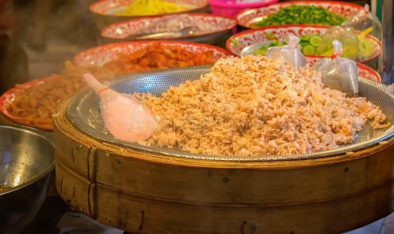 新近地煮熟的批泰国传统被称呼的通入蒸汽的虾 免版税图库摄影