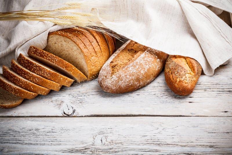 新近地被烘烤的传统面包 免版税库存照片