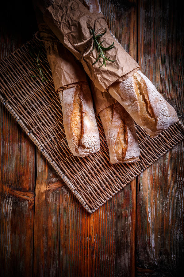 新近地被烘烤的法国bagettes 库存照片
