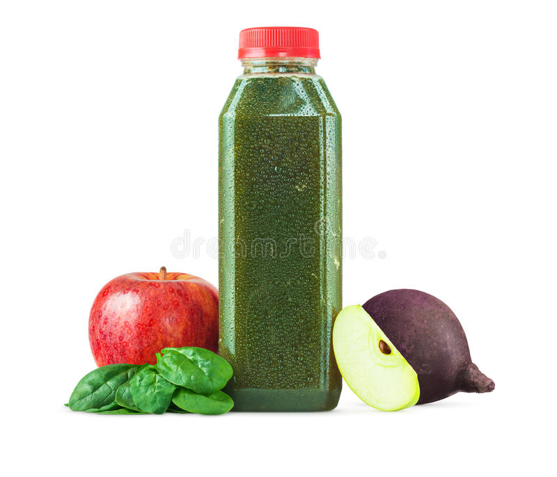 新近地被紧压的绿色菜和果汁 免版税库存图片