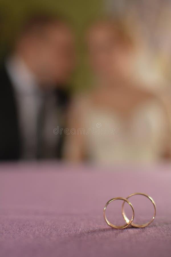 新郎和新娘准备好婚礼,婚礼题材,象征性爱和浪漫史 免版税库存照片