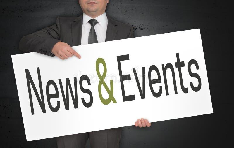 新闻和事件海报由商人举行 免版税库存图片