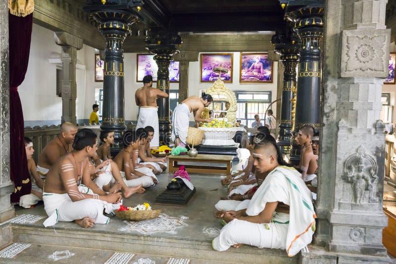 新闻纪录片的社论 Sri Ramana Maharshi, Tiruvannamalai,泰米尔纳德邦,印度- 3月聚会所大约, 2018年 未认出的妇女 库存图片