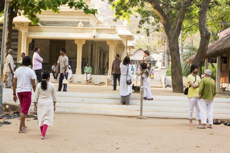 新闻纪录片的社论 Sri Ramana Maharshi, Tiruvannamalai,泰米尔纳德邦,印度- 3月聚会所大约, 2018年 未认出的妇女 免版税库存照片