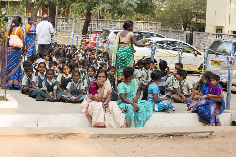 新闻纪录片的社论 Sri Ramana Maharshi, Tiruvannamalai,泰米尔纳德邦,印度- 3月聚会所大约, 2018年 未认出的妇女 免版税图库摄影
