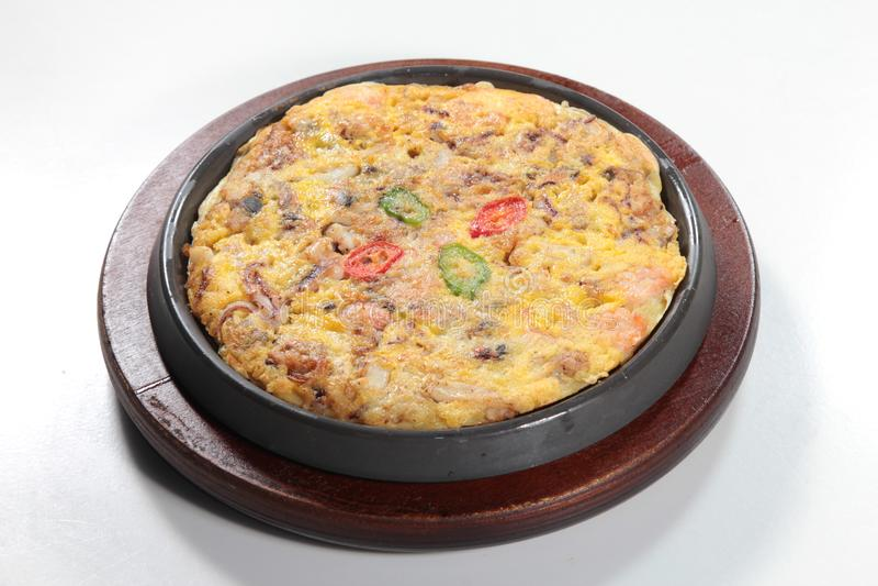 新鲜和鲜美炒蛋或煎蛋卷 免版税库存图片