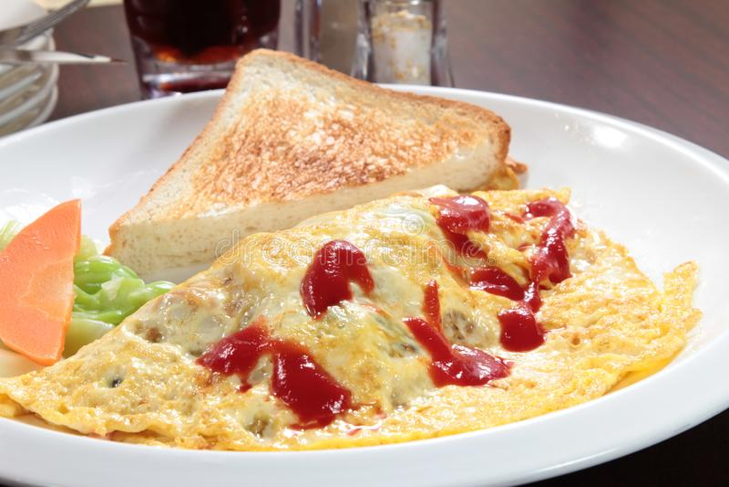 新鲜和鲜美炒蛋或煎蛋卷 库存照片