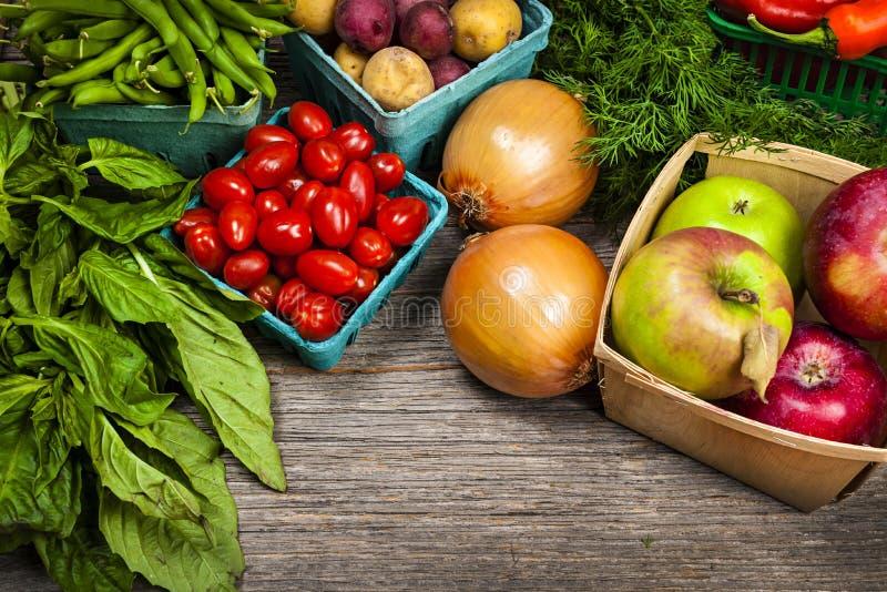 新鲜市场水果和蔬菜 免版税库存图片