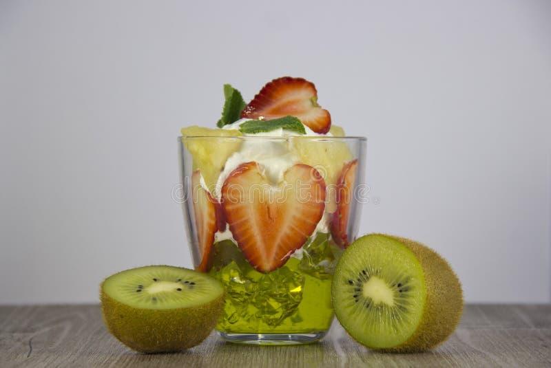 新鲜水果和莓果的混合 库存图片