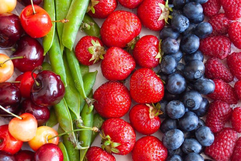新鲜水果和莓果 免版税库存照片