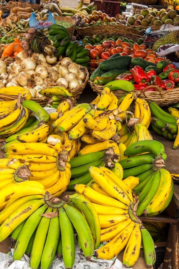 新鲜水果在市场上 图库摄影