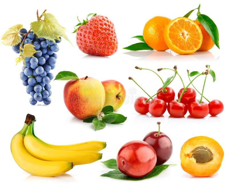 新鲜水果被设置的绿色叶子 免版税库存图片