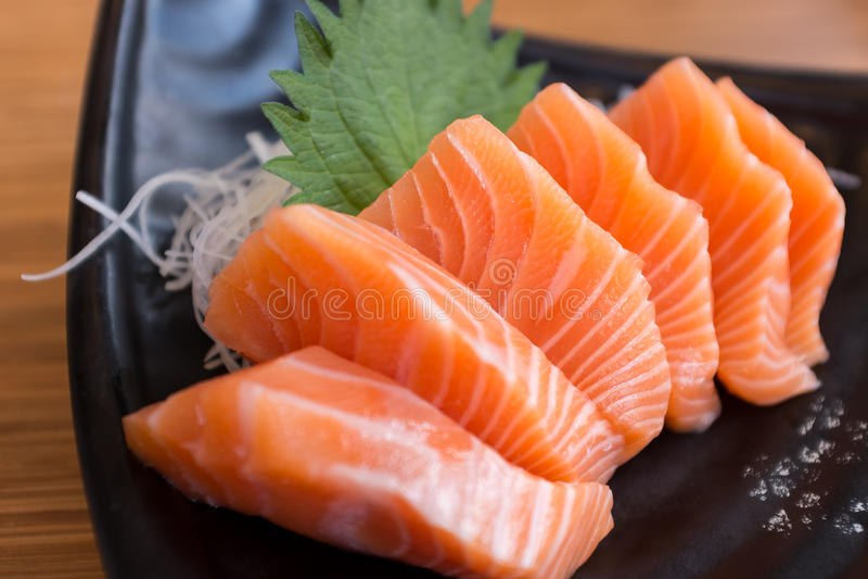新鲜的三文鱼生鱼片 库存照片