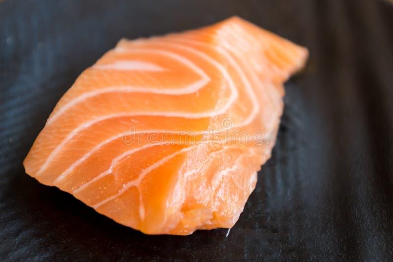新鲜的三文鱼生鱼片 库存图片