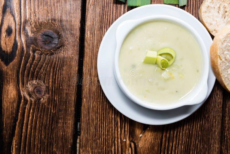 新鲜的做的韭葱汤 免版税库存图片