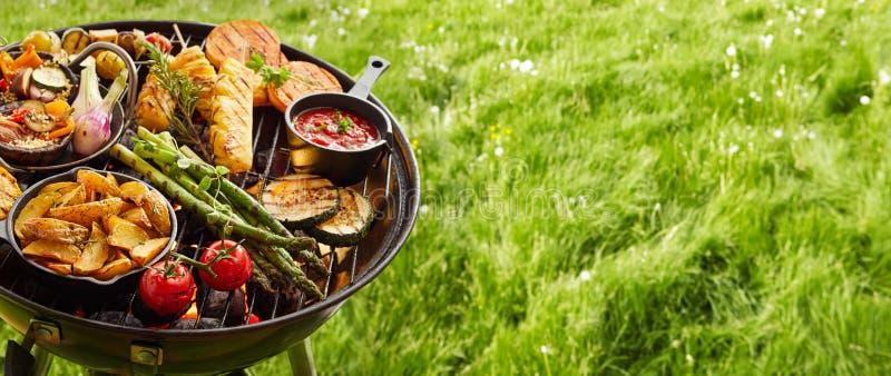 新鲜的健康菜的分类在BBQ的 库存照片