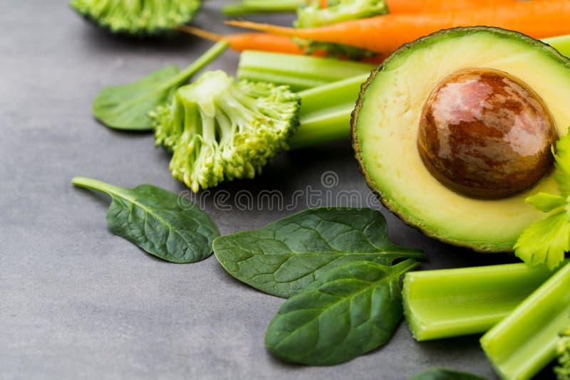 新鲜的健康菜,水 健康、体育和饮食概念 库存照片